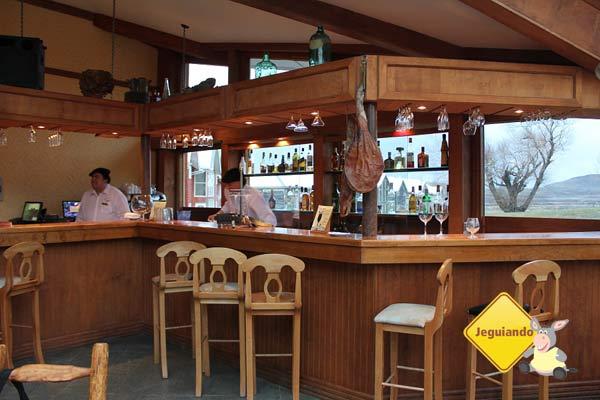 Bar do Hotel Las Torres, com vista para as montanhas. Torres del Paine, Chile. Imagem: Janaína Calaça