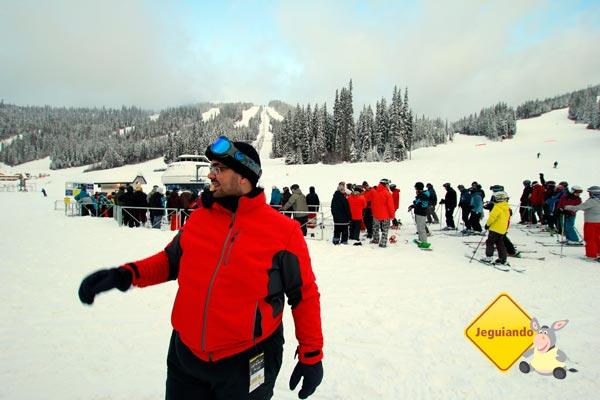 Erik indo para a aula de snowboard. Imagem: Janaína Calaça