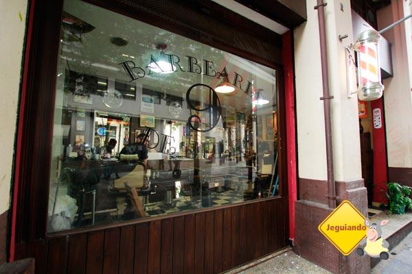 Vidraça da Barbearia 9 de Julho     Vidraça da Barbearia 9 de Julho. Imagem: Erik Pzado