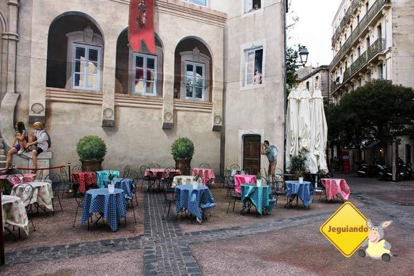 Tomar um café em uma das charmosas cafeterias de Montpellier é uma dica para aproveitar o passeio pelo centro. Imagem: Janaína Calaça