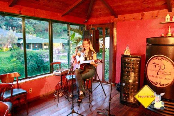 Música ao vivo. Restaurante principal do Parador Maritacas Spa Resort. Imagem: Erik Pzado