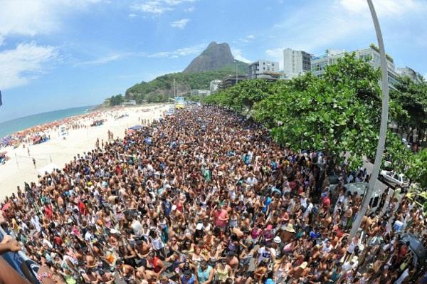 Blocos de carnaval 2013 Rio. Rio de Janeiro. Imagem: http:/nomundoeditorial.blogspot.pt/2013/01/guest-post-rio-de-janeiro-do-carnaval.html