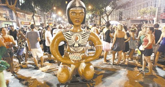 Blocos de carnaval 2013. Rio Cacique de Ramos. Imagem: http:/www.cityshoes.com.br/blog/comecando-a-esquentar