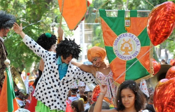 Blocos de carnaval 2013 Rio. Gigantes da lira. Imagem: http:/www.riocomela.com.br/index.php/2012/01/20/roteiro-pre-carnavalesco-de-feriado