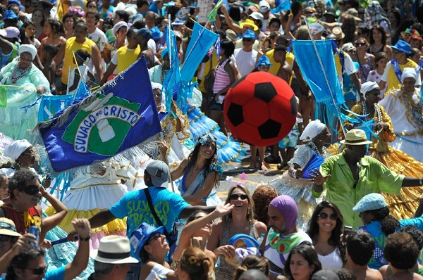 Blocos de carnaval 2013 Rio. Suvaco de Cristo. Imagem: http:/catracalivre.folha.uol.com.br/2013/01/suvaco-do-cristo;