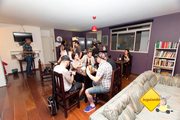 Happy hour no Telstar Hostels. Imagem: Erik Pzado