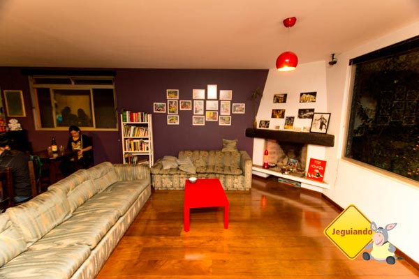 Sala de estar do Telstar Hostels. Imagem: Erik Pzado