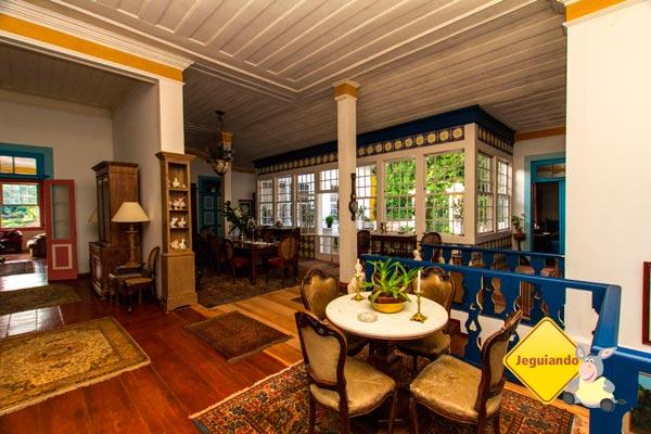 Sala de estar e de jantar. Fazenda Vista Alegre, Valença, Rio de Janeiro - Turismo histórico e de habitação. Imagem: Erik Pzado