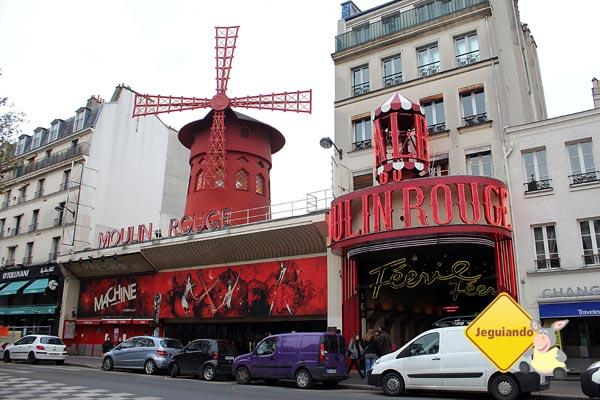 Moulin Rouge durante o dia. Paris, França. Imagem: Janaína Calaça