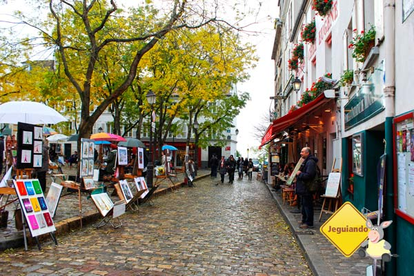 Artistas locais vendem seus trabalhos nas ruasboêmias de Montmartre. Imagem: Janaína Calaça