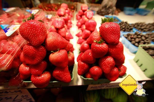 Frutas frescas. Mercado Público de Granville Island. Vancouver, BC. Imagem: Erik Pzado