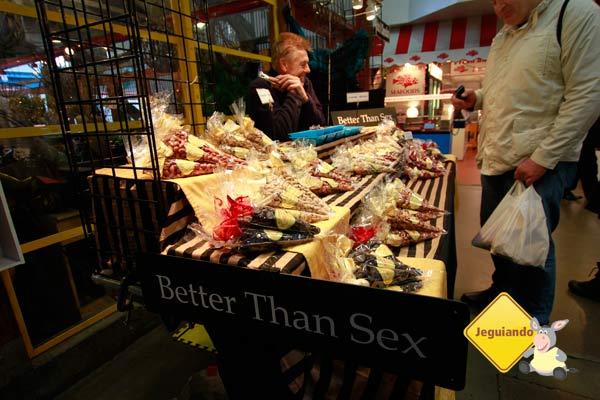 "Chocolates ""Better than sex"". Será? Mercado Público de Granville Island. Vancouver, BC. Imagem: Erik Pzado"