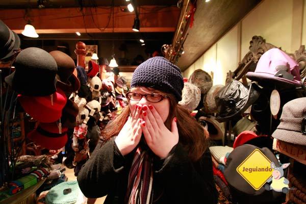Pri pirando na lojinha de chapéus! Imagem: Erik Pzado