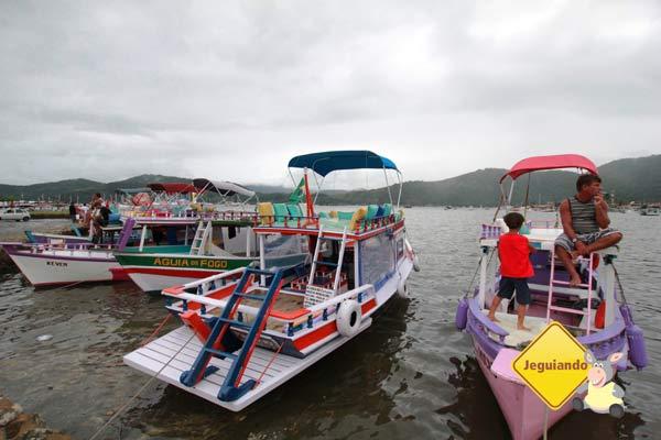 Passeios de barco e escuna fazem parte das opções de lazer de Paraty. Imagem: Erik Pzado