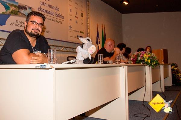 Erik Araújo (Jeguiando); Riq Freire (Viaje na Viagem); Fred eNatalie Marvila (Sundaycooks); Raphaela Aretakis (Rapha no Mundo); Clarissa Donda (Dondeando por aí) na mesa Viagem.blog. Imagem: Erik Pzado