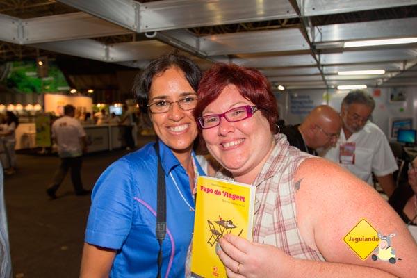 """Silvia Maria, do blog Salvador em um dia. Lançamento do """"Papo de Viagem & outras histórias de bar"""" no II Salão Baiano de Turismo. Imagem: Erik Pzado"""