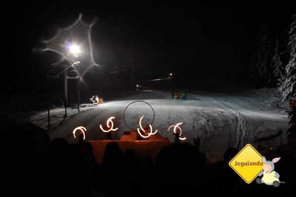 Início das apresentações. Show de fogos e esportes de inverno em Whistler, Canadá