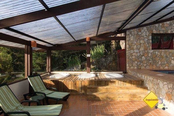 Área de lazer com Ofurô. Pousada Jardim das Montanhas, Monte Verde, MG. Imagem: Erik Pzado
