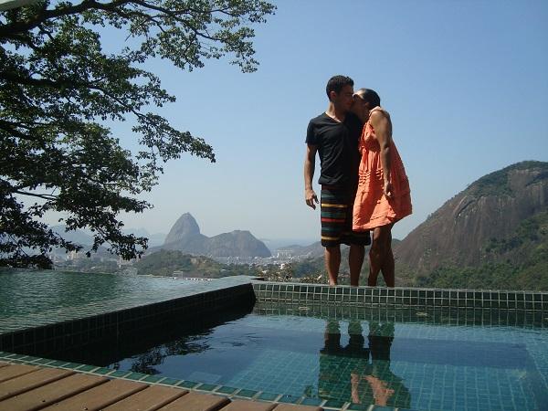 Isabela Bastos e Hugo foram curtir dias na Cidade Maravilhosa