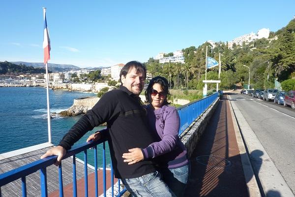 Talita e Pedro da Fonte voaram até Nice, na França, para curtir a atmosfera tranquila desta cidade banhada pelo Mar Mediterrâneo. Nice é a segunda cidade mais turística da França depois de Paris.