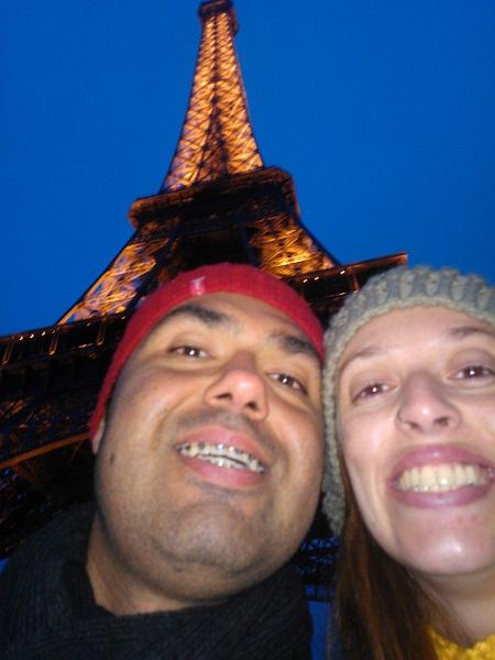 Danielle Ribeiro Braz e seu marido Thiago Ramos Falcão também escolheram Paris como cenário para festejar o amor do casal