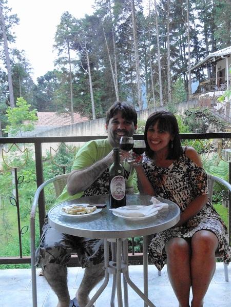 Giovanni e Conceição também escolheram um destino de inverno, um friozinho aconchegante, para celebrar o amor do casal durante uma viagem para Monte Verde, MG