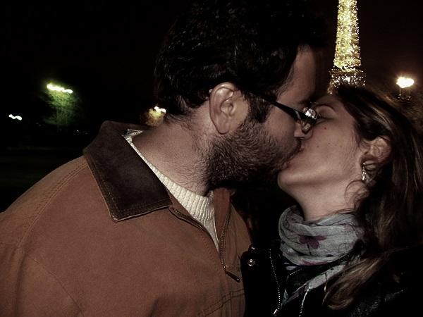 Carol e seu namorado também escolheram a Cidade-Luz, considerada uma das cidades mais românticas do mundo, como cenário para um momento juntos