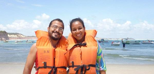 Rebeca Souza e seu amor Rafael Soares fizeram sua primeira viagem juntos para a Praia de Pipa, no Rio Grande do Norte, em dezembro de 2012. Que o calor nordestino tenha aquecido ainda mais o amor de vocês! Parabéns ao casal super fofo!