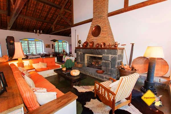 Restaurante e living room. Hotel Fazenda São Francisco onde ficamos hospedados. Cunha, SP. Imagem: Erik Pzado