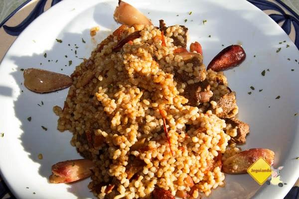 Risoto de mini arroz com cubos de filé e pinhão. Imagem: Erik Pzado
