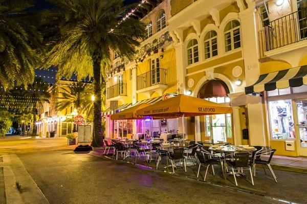 Kone Restaurant, frutos do mar e carnes especiais em uma das ruas mais charmosas de Miami. Imagem: Divulgação