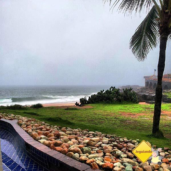 Mesmo em dias chuvosos, o Rio Vermelho é belo. Mercure Salvador Rio Vermelho. Salvador, Bahia. Imagem: Janaína Calaça