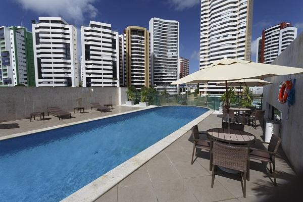 Área da piscina e lazer do Mercure Salvador Pituba. Imagem: Divulgação