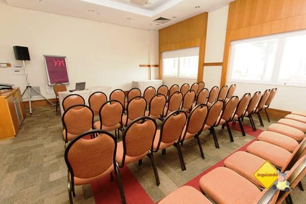 Sala de reunião. Mercure Salvador Rio Vermelho. Imagem: Janaína Calaça