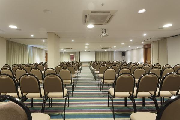 Sala de reunião. Mercure Salvador Pituba. Imagem: Divulgação