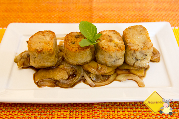 Alheira com caramelizado de maçã e cebola. Restaurante Lusitania, Tiradentes, MG. Imagem; Erik Pzado