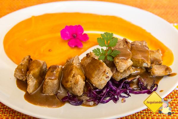 Lombinho de porco com purê de cenoura. Restaurante Lusitania, Tiradentes, MG. Imagem; Erik Pzado