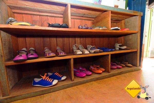 Sapatos e tênis da Madame Sá. Roupas, sapatos e acessórios artesanais. Tiradentes, Minas Gerais. Imagem: Erik Pzado