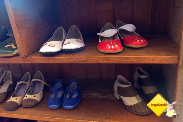 Sapatos e tênis retrô da Madame Sá.  Tiradentes, Minas Gerais. Imagem: Erik Pzado