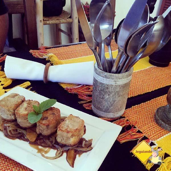 Alheira com caramelizado de maçã e cebola. Restaurante Lusitania, Tiradentes, MG. Imagem: Janaína Calaça