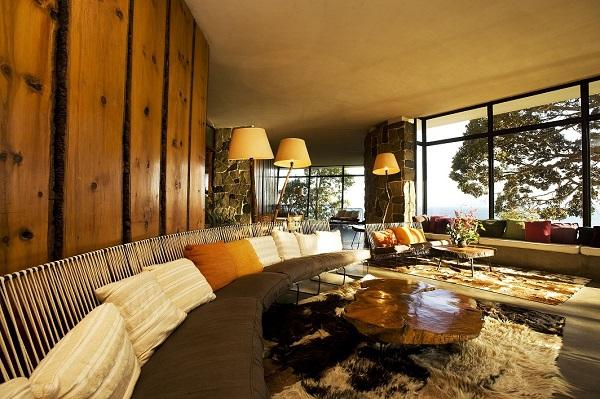 Living do edifício principal. Hotel Antumalal, Pucón, Chile. Imagem: Divulgação