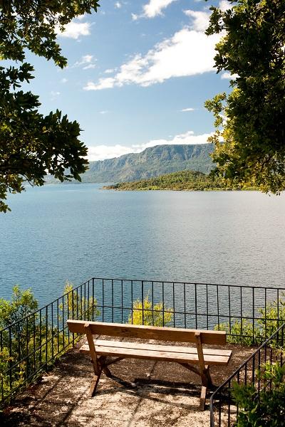Vista para o lago. Imagem: Divuilgação