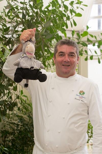Chef Daniel Hebet, considerado, atualmente, como um dos melhores chefs da França, capturou nosso mascote para preparar um Confit de Jegue. Imagem: Erik Araújo