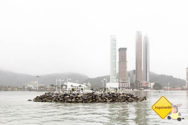 Molhe visto da embarcação. Imagem: Erik Araújo