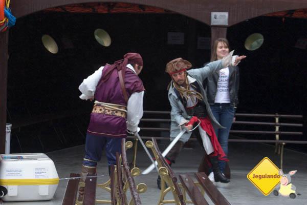 Batalha pirata pelo amor da donzela. Imagem: Erik Araújo
