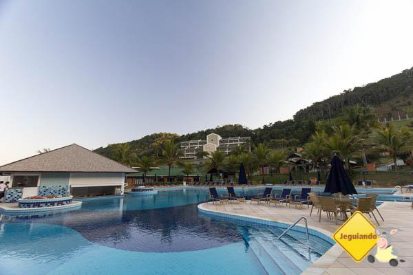 Complexo de piscinas e bar molhado. Imagem: Erik Araújo