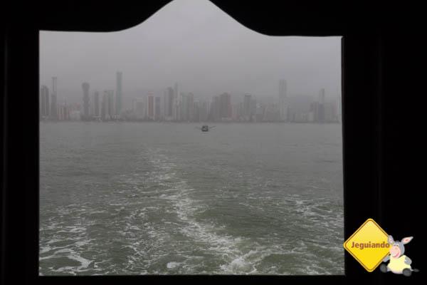 Vista da orla pela janela do barco. Imagem: Erik Araújo