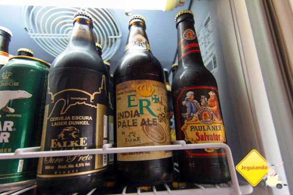 Cervejas nacionais, artesanais e importadas também fazem parte da proposta do Aldeia. Imagem: Erik Araújo
