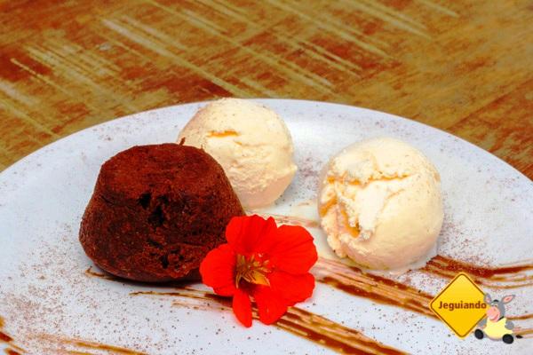 Petit gâteau e sorvete de creme. Aldeia Bar. Imagem: Erik Araújo