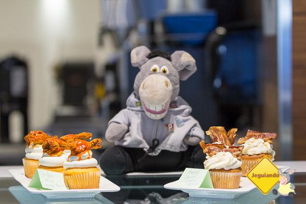 Em O Tempo, você pode provar cupcakes exóticos, como de frango frito e bacon. Imagem: Erik Araújo